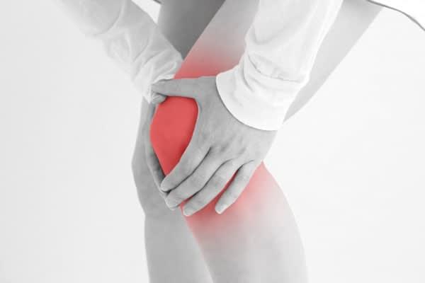 歩けないほど痛くてもできる「つかまり足踏み」でひざ痛解消